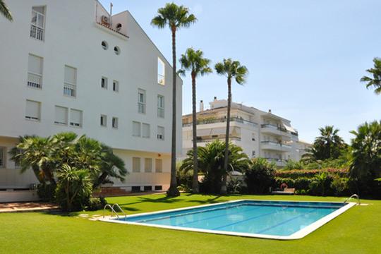 Apartamentos vacacionales con piscina en Sitges